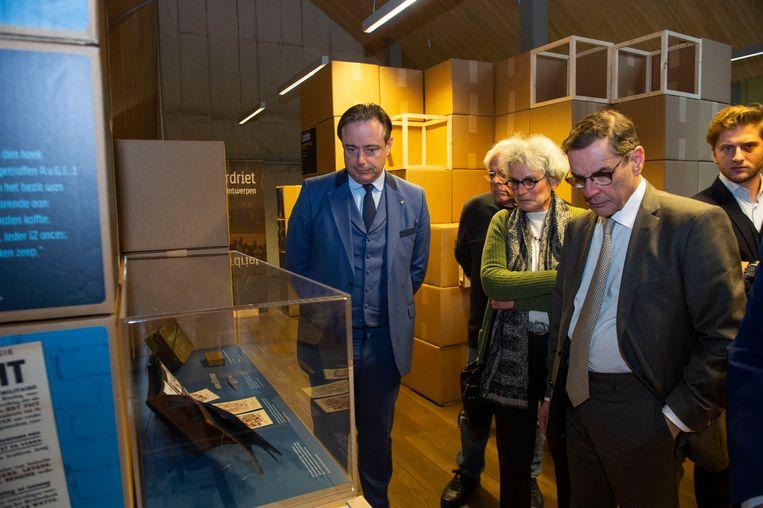 Herdenking aan de Holocaust met tentoonstelling in het Felix Archief in Antwerpen. Ook de burgemeester kwam eens kijken.