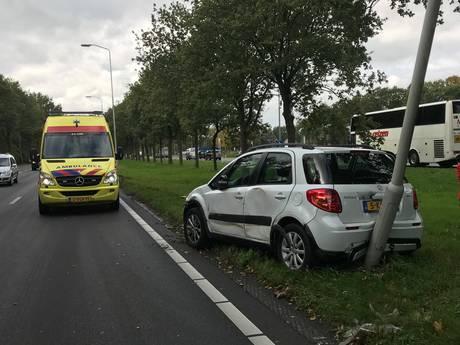 Vrachtwagen botst tegen auto op N65; geeft flinke file bij Vught