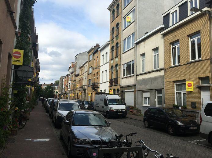 Dit soort 'immobordjes' zoals hier in de Pieter Génardstraat moet chauffeurs tot trager rijden aanmanen.