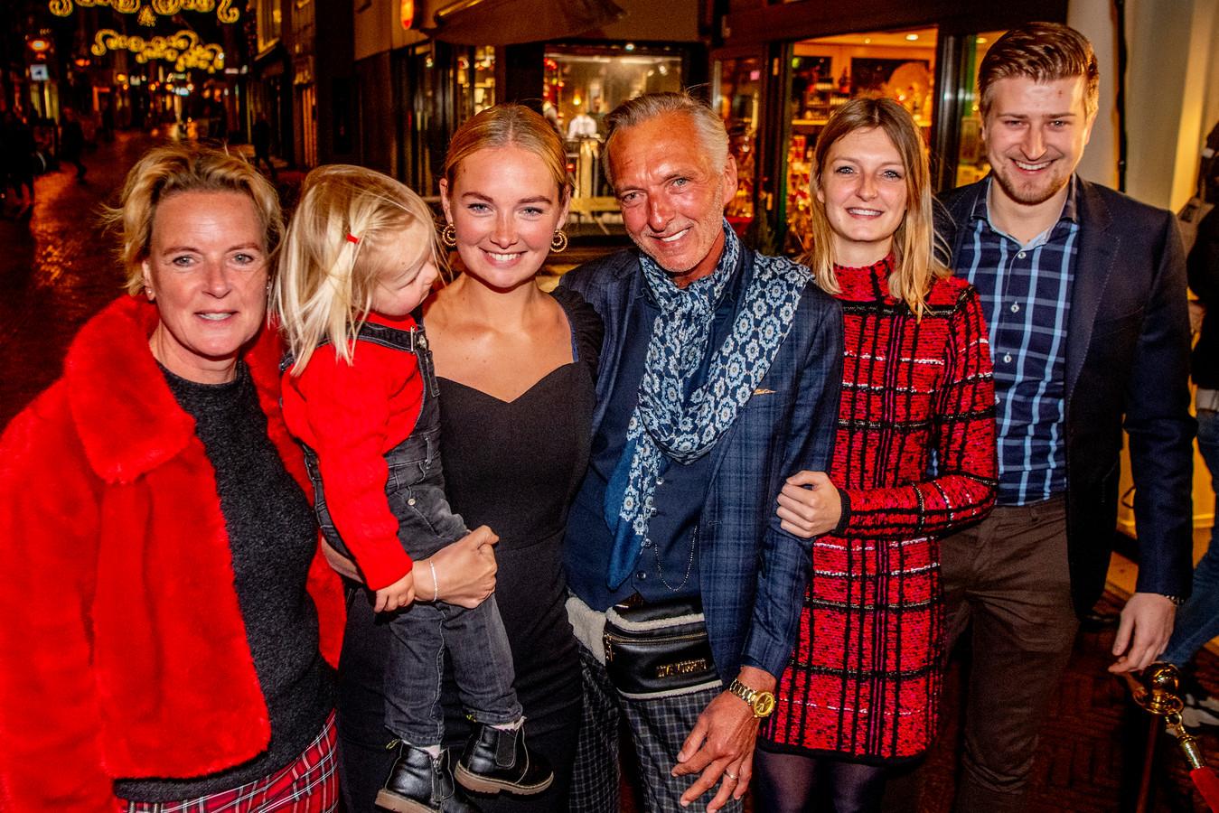 De familie Meiland zegt Frankrijk vaarwel. Martien, Erica en Maxime verlaten hun chateau en keren terug naar Nederland.
