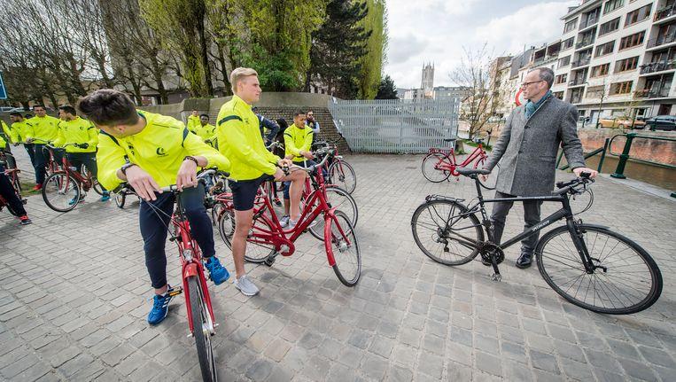 Het circulatieplan werd woensdag door Gents schepen voor Mobiliteit Filip Watteeuw (Groen) al fietsend voorgesteld aan spelers en staf van AA Gent.