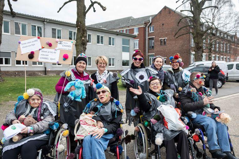 Carnavalstoet Sint Elisabeth in Wijchmaal.  De Hoekstraat (bijhuis van Sint Elisabeth) is ook van de partij.