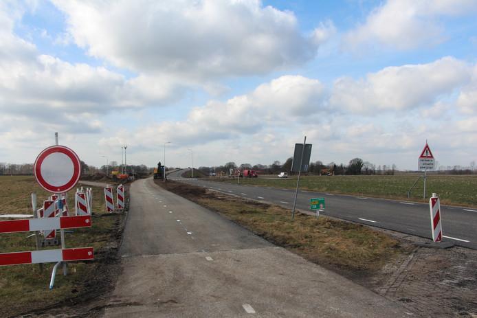 Fietspad richting Haarlo over het N822-viaduct over de N18.