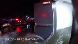"""VIDEO: """"Het leek wel een zwembad"""": water komt tot aan heupen na lek in flatgebouw"""