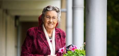 Petra (87) schreef een brief vol tips aan Rutte en wacht nog altijd op antwoord: 'Heeft hij hem wel ontvangen?'