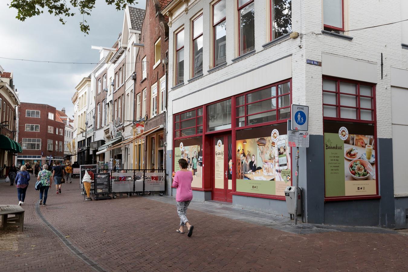 Bagels & Beans heeft in Nederland nu ruim zeventig vestigingen in grote en middelgrote steden.