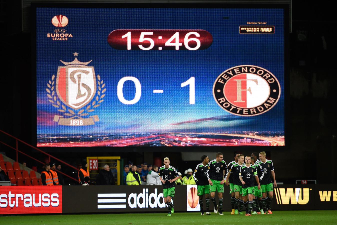 Feyenoord viert de 0-1 van Jens Toornstra tegen Standard Luik in december 2014. Het werd de voorlopig laatste zege van de Rotterdammers in de groepsfase van de Europa League.