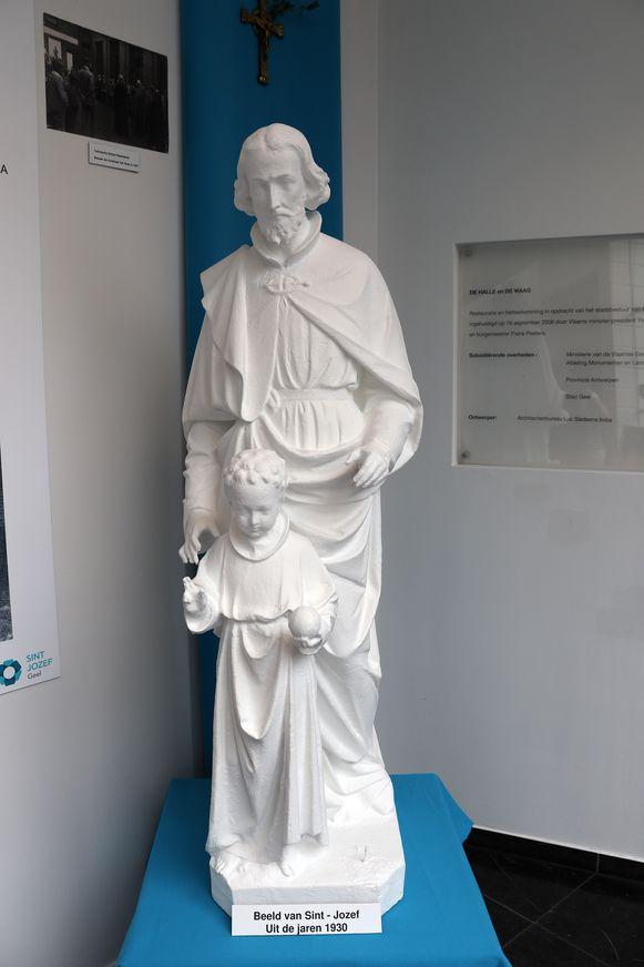 Het beeld van Sint Jozef uit de jaren 1930 werd recentelijk heropgebouwd.