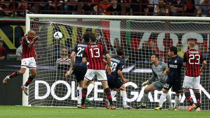 Nigel de Jong beslist met kopbal Milanese derby
