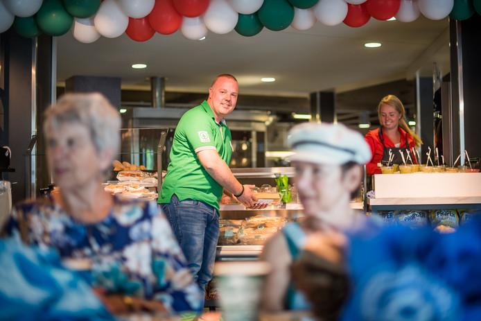 Luke van Gelder, eigenaar van SPAR City Arnhem, bij de hippe broodjescorner die past bij SPAR nieuwe stijl.