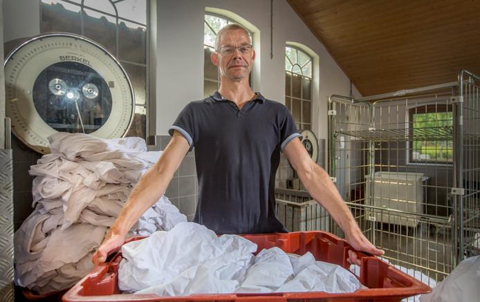 Stefan Willemsen is door een miniscuul implantaatje zijn extreem hoge bloeddruk kwijt en kan weer werken in de wasserij.
