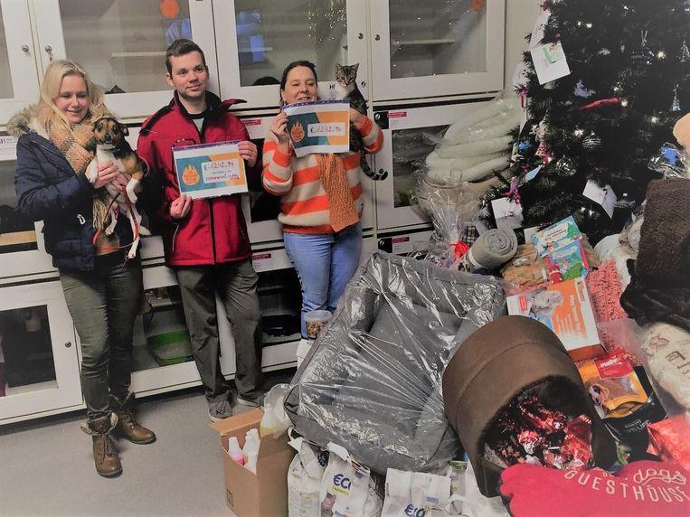 Miguel Vergote en Lesley Depuydt verkochten wafeltjes ten voordele van het dierenasiel.