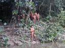 Groupe de l'ethnie Korubo dans la vallée de Javari, au Brésil