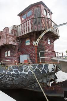 Ridder Lenny heeft zijn droom waargemaakt: een drijvend kasteel
