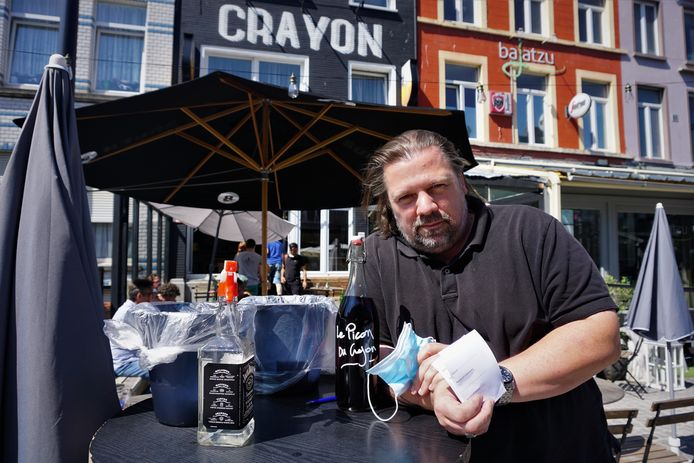 Cafébaas Xavier Troisi van de Crayon in Oostende (archiefbeeld)