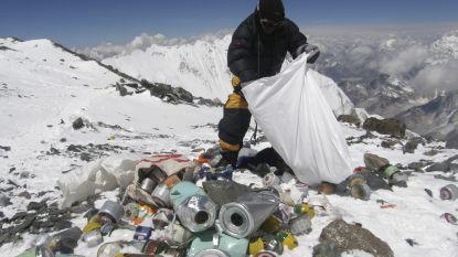 Nepal bant wegwerpplastic op Mount Everest nadat klimmers tonnen afval achterlaten