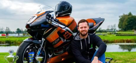 Op een 'oldtimer' reed Nieuwkoper Michael Bon de concurrentie zoek