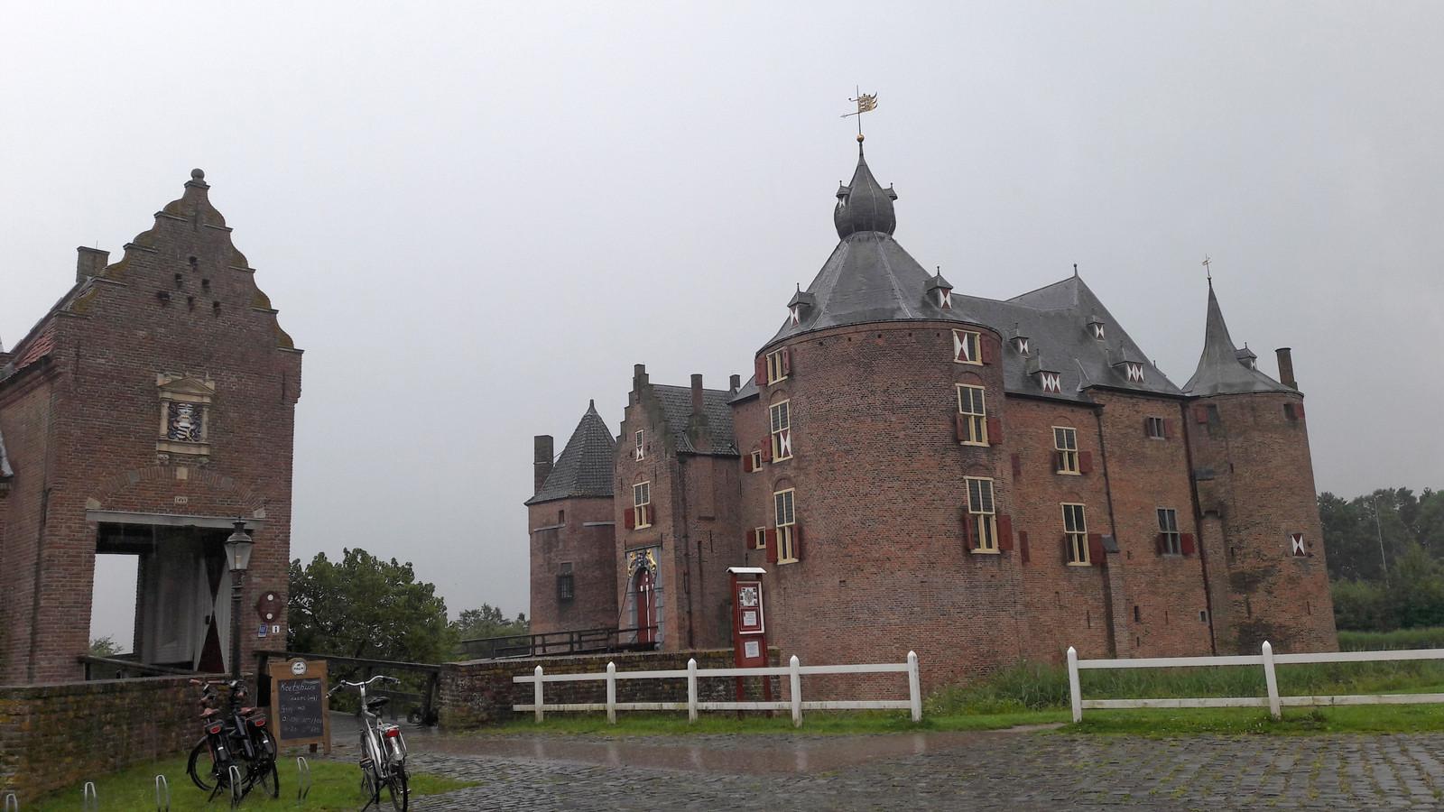 Kasteel Ammersoyen trekt 20.000 tot 25.000 bezoekers per jaar. Door het kasteel beter toegankelijk te maken en door steeds meer ruimtes te ontsluiten denkt Geldersch Landschap en Kasteelen dat aantal op te kunnen schroeven tot 60.000.