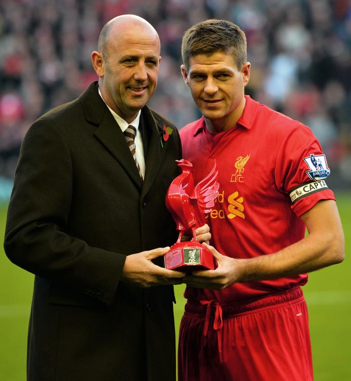 Gary McAllister met Steven Gerrard in 2012. De Schot is nu assistent van Gerrard bij Rangers.