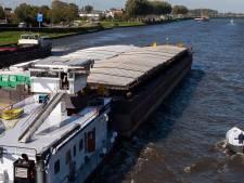 Vrouw uit Amsterdam-Rijnkanaal gered