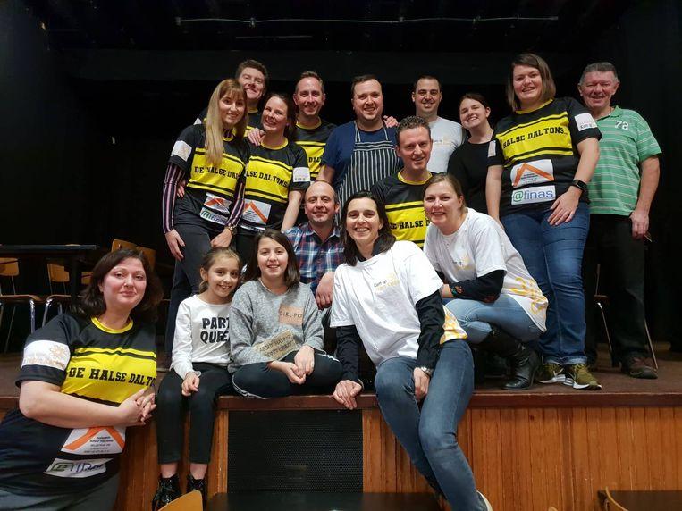 De Halse Daltons en hun vrienden hebben er hard voor moeten werken maar de Spaghettiwestern die ze in zaal Lindegroen organiseerden bracht liefst 8.000 euro op voor Kom Op Tegen Kanker.