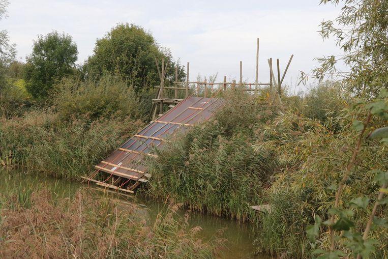 'Climb the pool': vanuit de vijver moeten de deelnemers aan dit hellend vlak opklimmen.