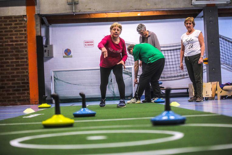 Curling op tapijt vraagt best veel armkracht. Maar dat kan de pret niet drukken.