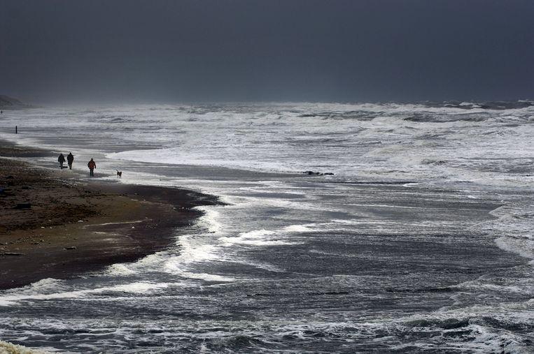 Ruige zee bij Camperduin. Beeld Joost van den Broek / de Volkskrant
