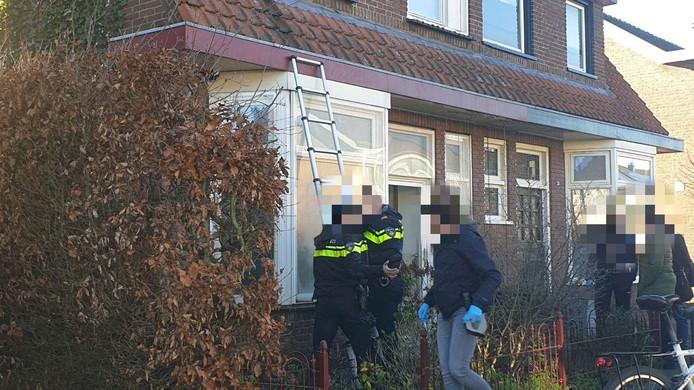 De politie viel de woning binnen met een stormram