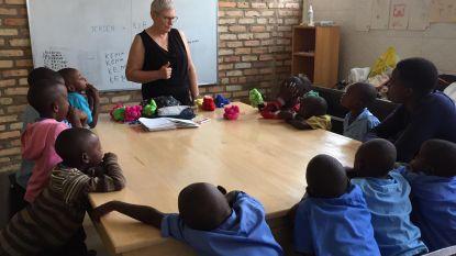 """Ria (63) gaf les aan kansarme kinderen in Afrika: """"Hopelijk was ik de start van een wending in hun leven"""""""