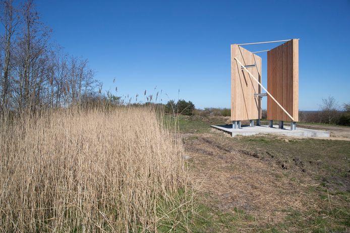 """De bouw van de uitkijktoren op voormalige vuilstortplaats """"de Bult"""" is begonnen."""