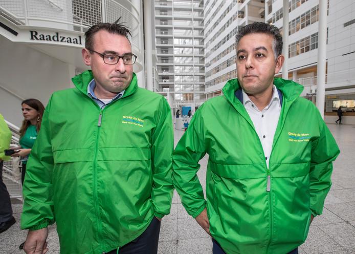 De van corruptie verdachte wethouders Richard de Mos en Rachid Guernaoui (rechts).