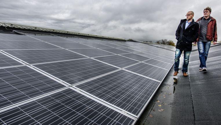 Op de Fablohal aan de rand van Haarlem liggen 1.347 zonnepanelen. Die wekken elektriciteit op voor 220 huishoudens. Beeld Raymond Rutting / de Volkskrant