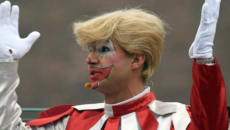 Een man verkleedt zich als Trump, of als clown? Beeld afp