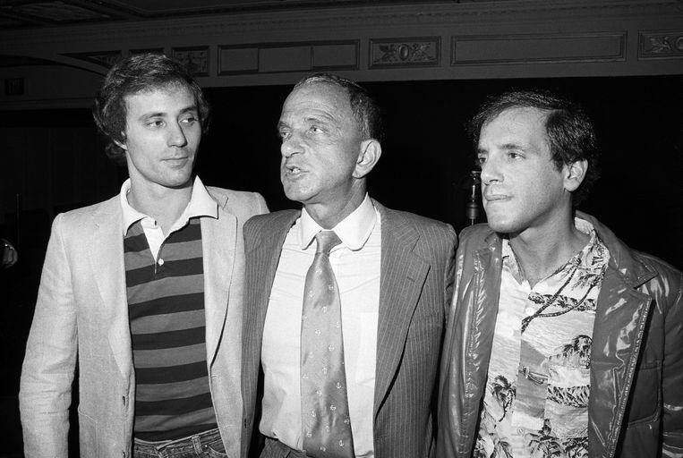De eigenaren van Studio 54, Steve Rubell en Ian Schrager, met in  hun midden Roy Cohn. Beeld Getty