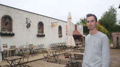 In café De Pomp zijn ze klaar voor de zomer: terras gaat vrijdag officieel open met een feest