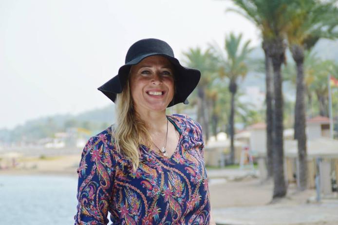 Tanja Leijten uit Breda is met haar 13-jarige dochter Alicia neergestreken in Turkije. Ze heeft al een date met Mike achter de rug.
