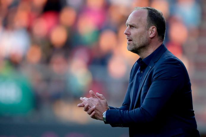 Coach Dick Lukkien van FC Emmen.