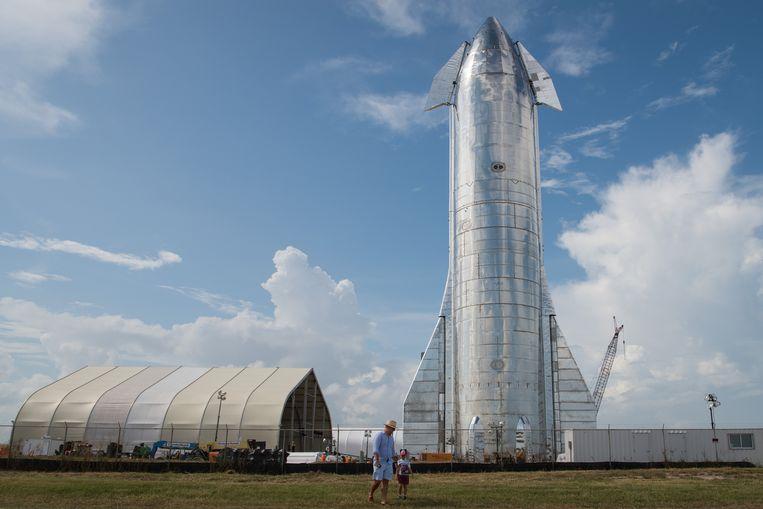 In Boca Chica, Texas is een nieuw prototype van het SpaceX Starship gepresenteerd. Het ruimteschip wordt ontwikkeld onder leiding van Tesla-eigenaar Elon Musk, met als doel mensen naar de maan en wellicht zelfs naar Mars of verder te brengen. Het SpaceX Starship zal 120.000 kilo gaan wegen. Beeld AFP