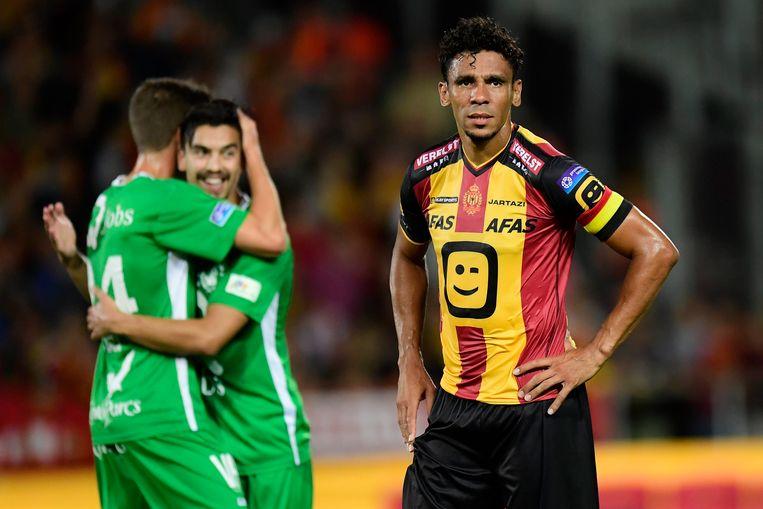 Igor de Camargo (r) blijft verweesd achter na de 1-2-nederlaag tegen Lommel.