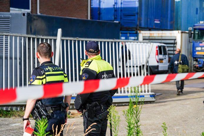 Volgens de politie vond de inval plaats vanwege een lopend onderzoek.