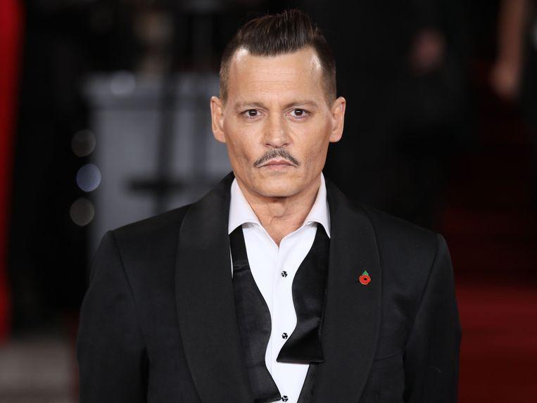 Johnny Depp ligt onder vuur omdat hij zijn ex-vrouw Amber Heard mishandeld zou hebben.
