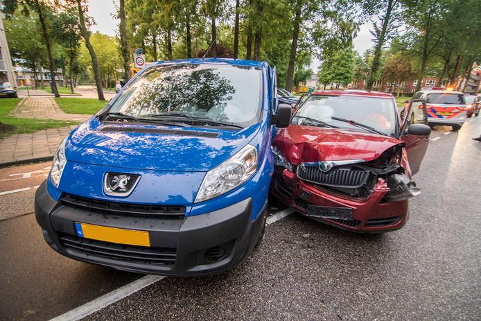 Het ongeluk gebeurde rond 18.40 uur op de kruising met het Nijpelsplantsoen.