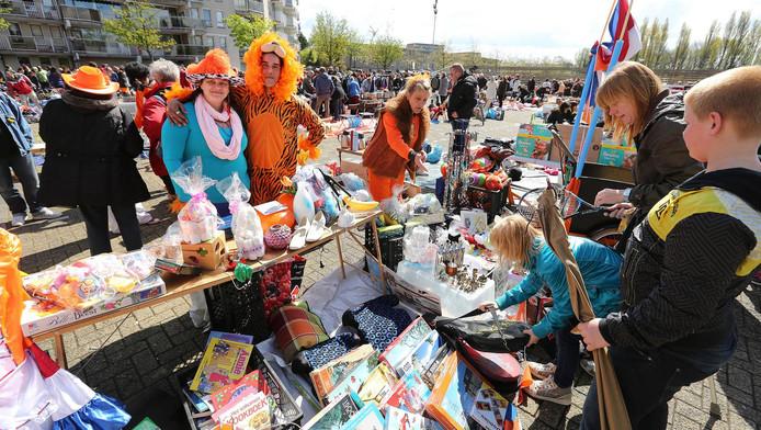Rondom de Dobbe zijn tal van activiteiten op Koningsdag. Ook de vrijmarkt is weer onderdeel van het uitgebreide programma van oranjevereniging Zo Oranje.