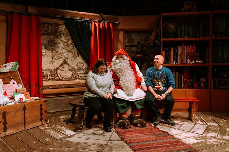 De Kerstman: 'Ik bied een luisterend oor, aan iedereen die daar behoefte aan heeft. Dat kost niks, je hoeft hier niks te kopen.' Beeld Rebecca Fertinel