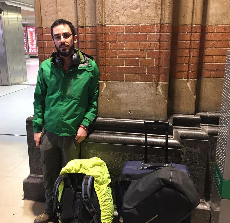 Tomás Saiz probeert naar Leiden te komen. Beeld Joep School