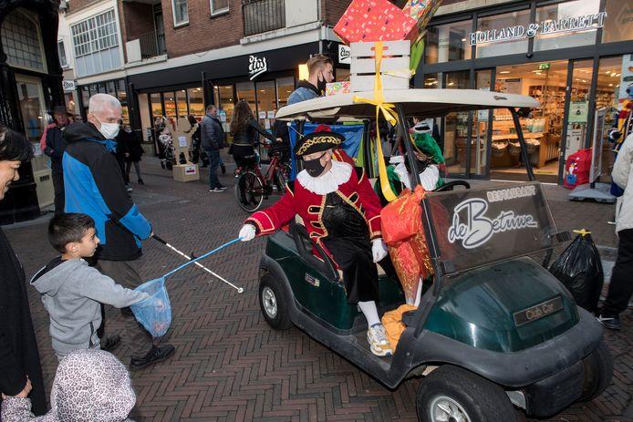 Klein beetje Sinterklaassfeer in deze coronatijden in het centrum van Tiel.