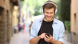 Betalende muziekstreaming steekt cd-verkoop voorbij