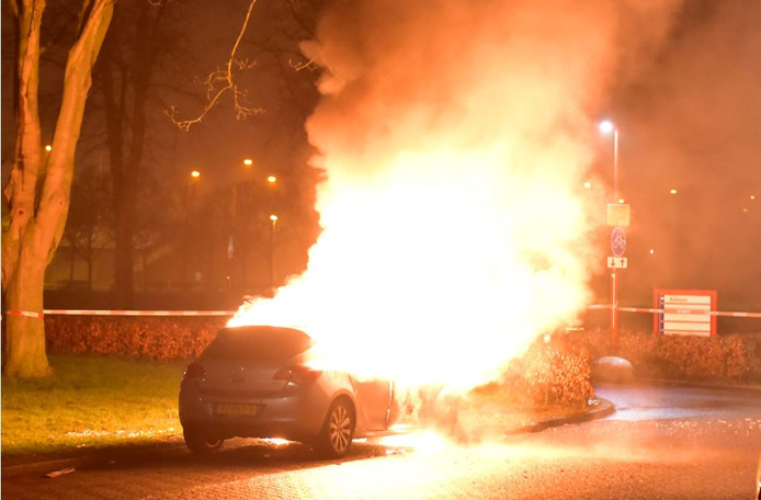 Foto van één van de vele autobranden in Utrecht het afgelopen jaar.