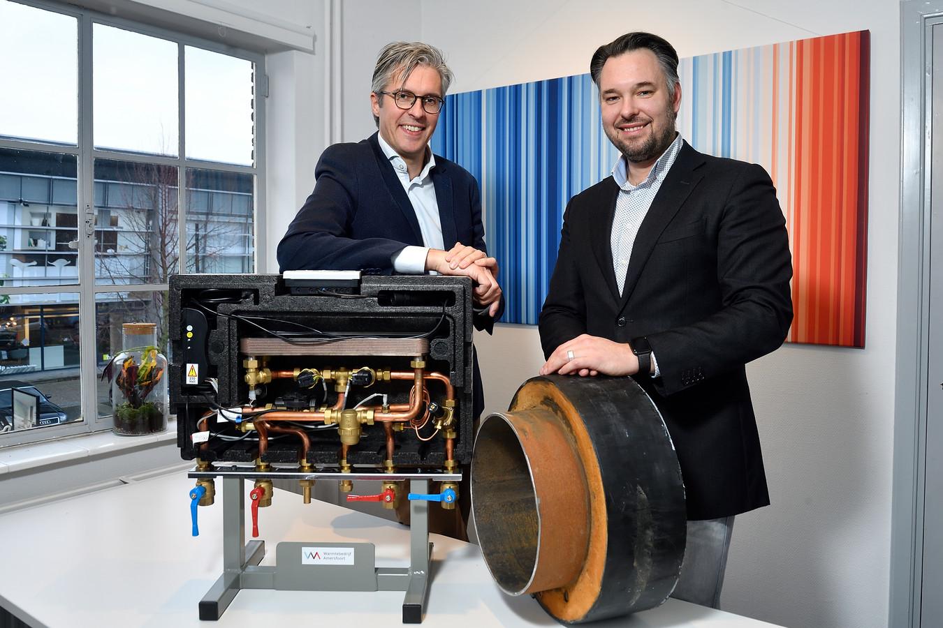 Edwin Dalenoord (l.) en Tim de Leeuw van het warmtebedrijf.
